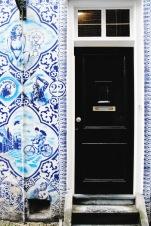 Cheeky Delft-blue mural